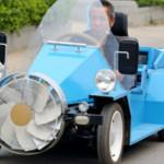 Granjero chino inventa un coche eólico