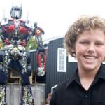 Una familia canadiense construyó la escultura gigante de un Transformer