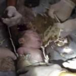 Recien nacido rescatado de una tubería