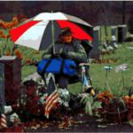 12 años junto a la tumba de su esposa